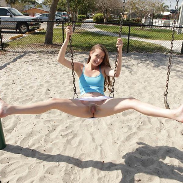 Blonde in the park has no panties on voyeurstylecom